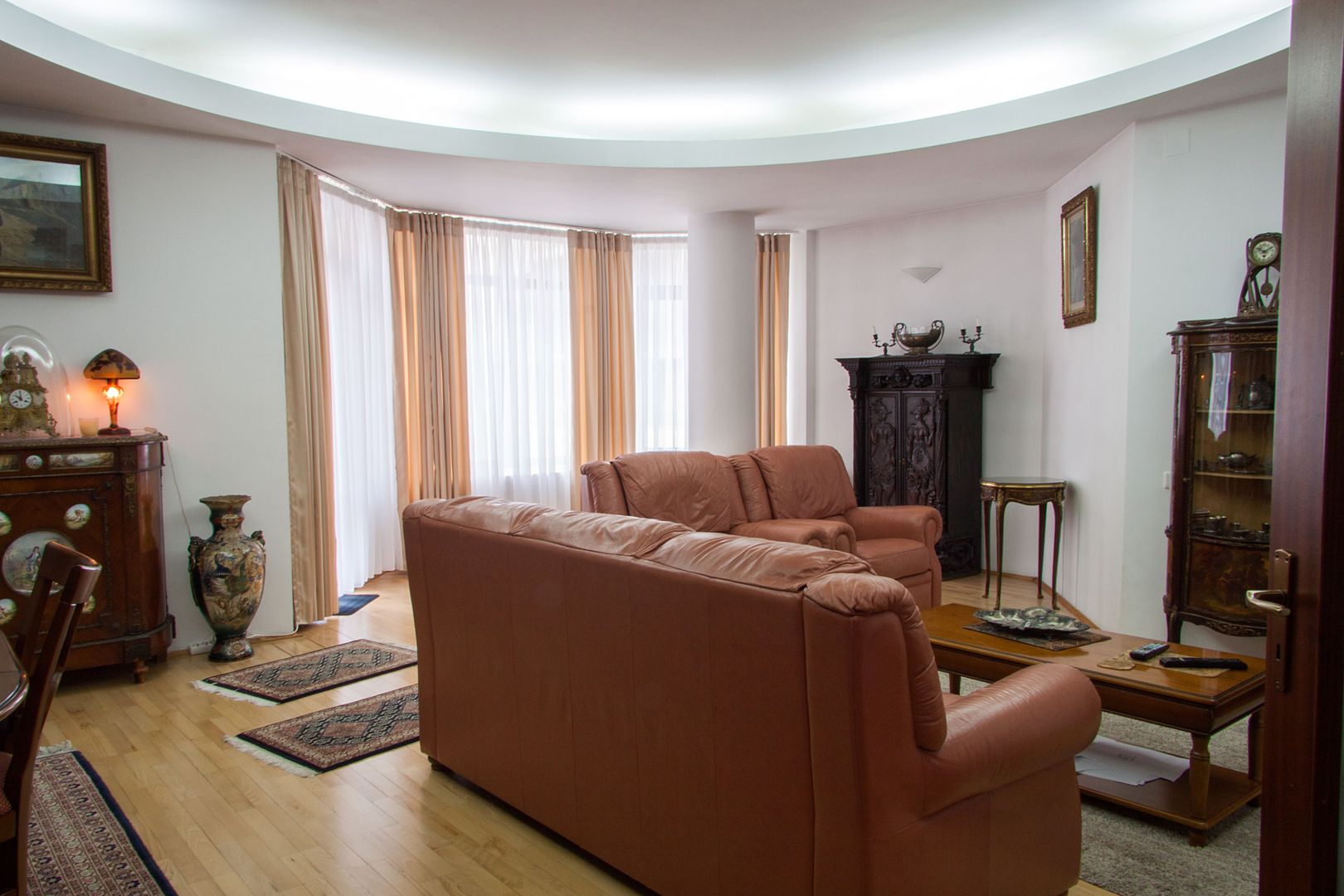 Residential Property with4 apartments for sale in Primaverii Area
